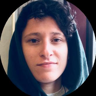 Josi ist unsere Anallesdenkerin. Sie plant Produktionen und denkt an Barrierefreiheit
